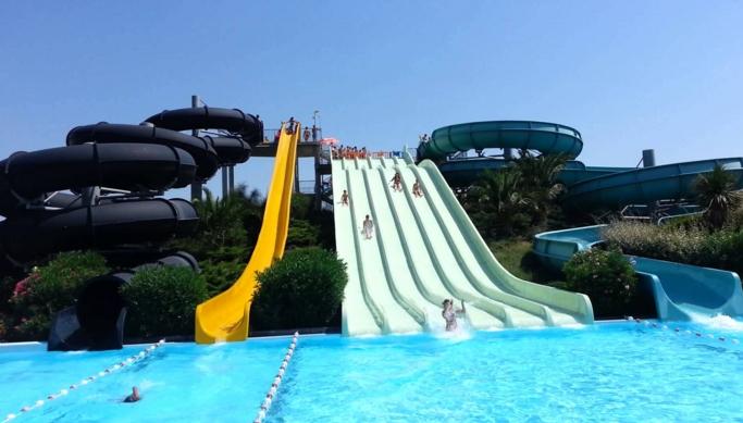 Сегодня популярным местом отдыха в Венозе является аквапарк