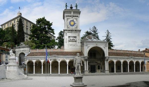 Главной исторической достопримечательностью города является площадь Свободы – Пиаца дела Либрета