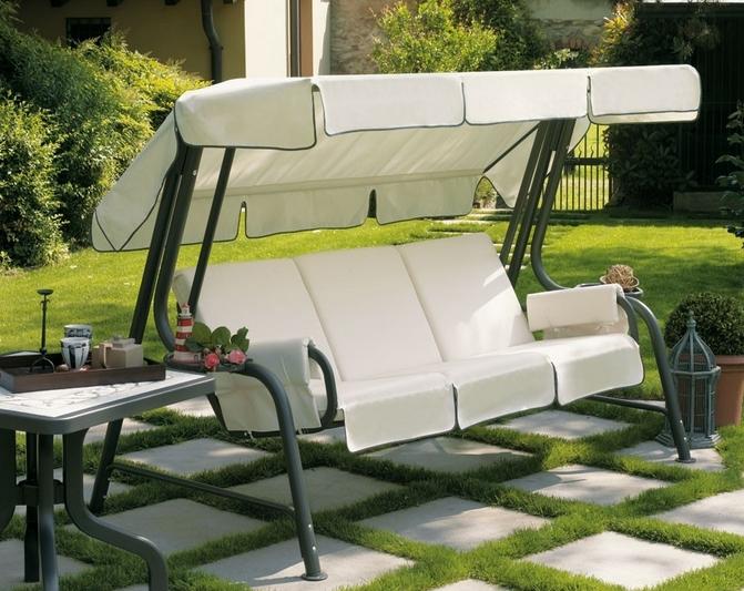 Металлические диваны-качалки итальянского производства