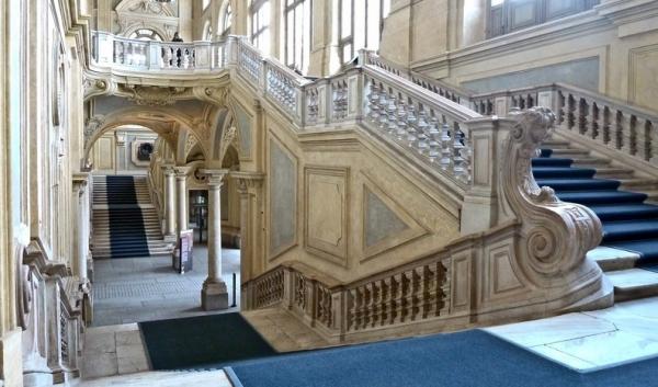 Лестница и фасад Палаццо Мадама в Турине