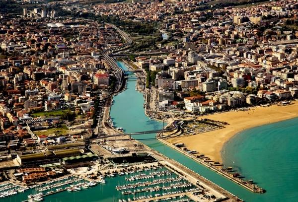 Пескара (Pescara) — большой транспортный и портовый центр региона Абруццо