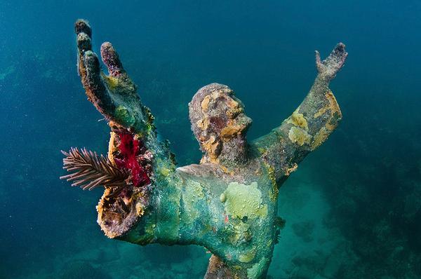 Христос из Бездны — затопленная бронзовая статуя Иисуса