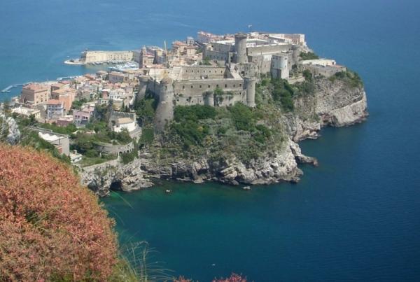 Город-крепость Гаэта, в итальянской провинции Латина