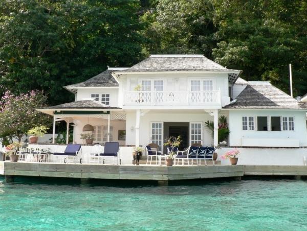 Почему недвижимость покупать лучше за рубежом?