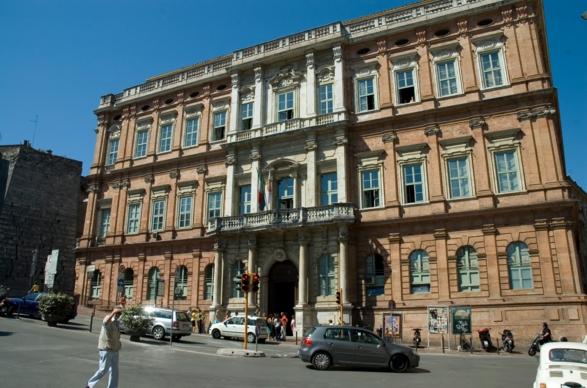 Город Перуджа - здесь открылся один из древнейших университетов Европы