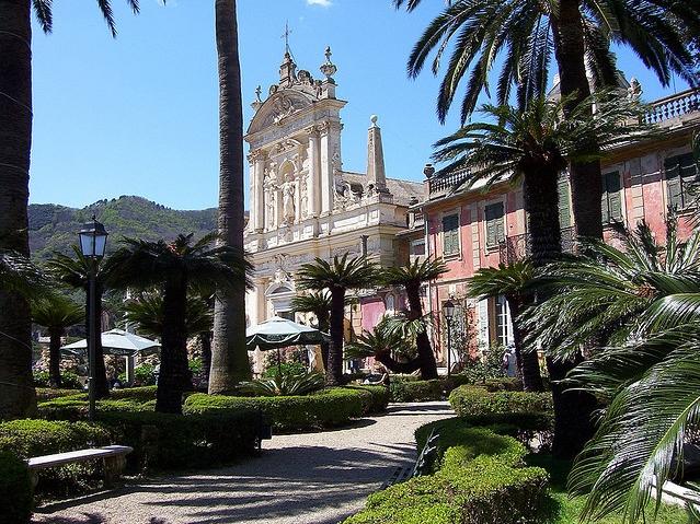 В Санта-Маргарита-Лигуре по праву является вилла Дураццо