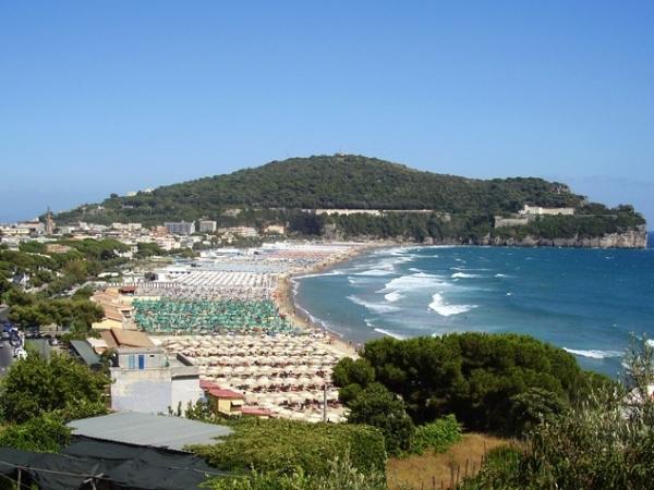 многокилометровые пляжи Гаэты