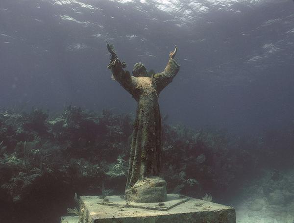 Христос из Бездны — затопленная бронзовая статуя Иисуса в Сан-Фруттуозо, на итальянской Ривьере