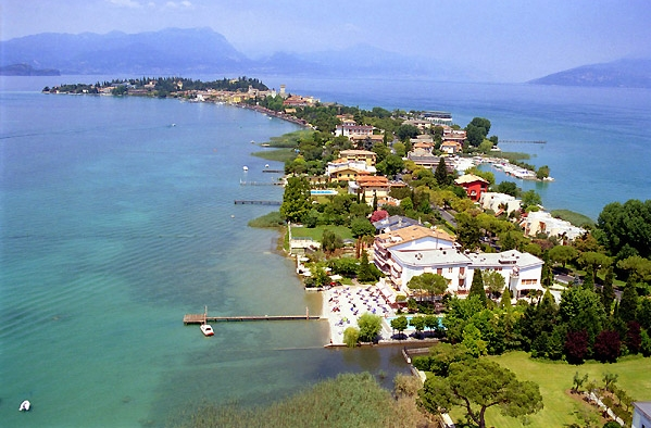 Пожалуй, одно из самых живописных озер в Ломбардии это Гарда