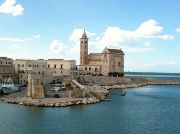 Через город-порт Трани тогда можно было попасть в Средиземное море