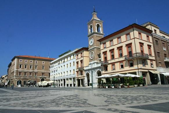 Город Римини - площадь Тре Мартири