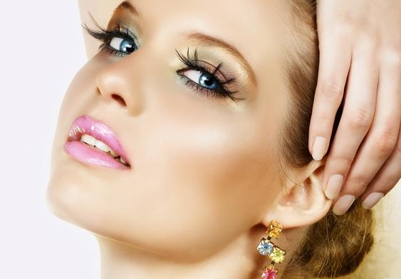 Как лучше всего подчеркнуть женскую красоту?