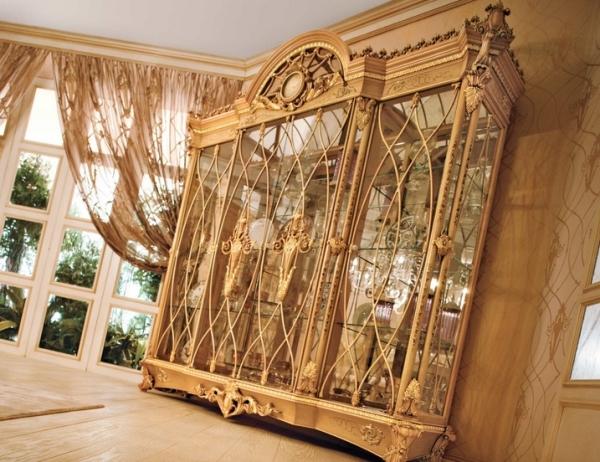 Итальянская мебель различные экзотические рисунки, детали резьбы