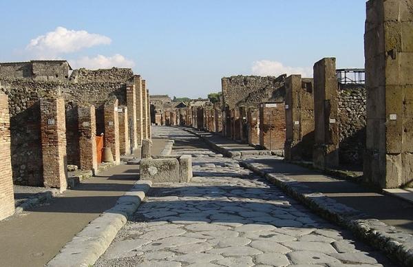 Сейчас Помпеи – это музей, в который прибывают туристы со всего мира