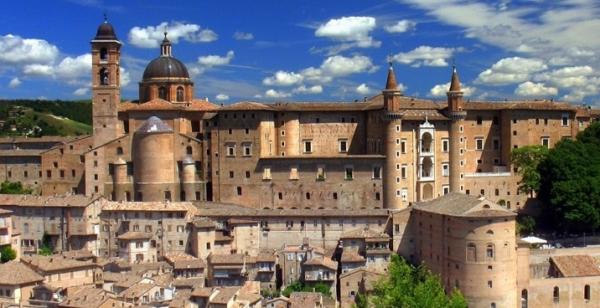 Урбино – маленький итальянский городок с населением около 15 тысяч человек