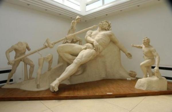 Греческие статуи вывезены в Национальный музей