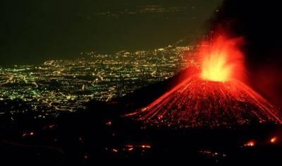 вулкан, расположенный на острове Сицилия, является непредсказуемым