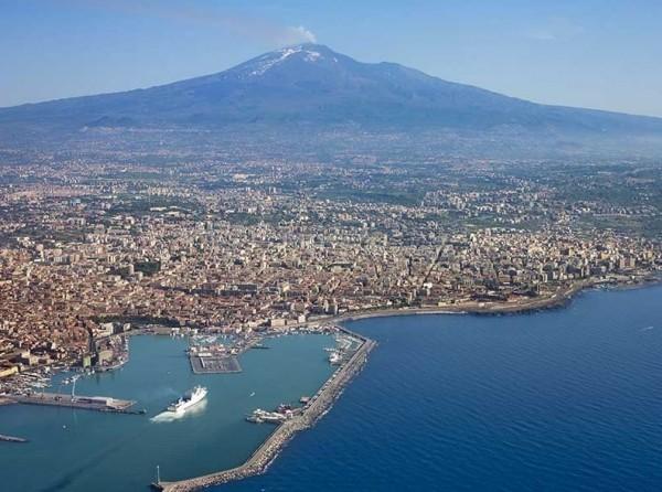 Катания – второй по величине портовый город на восточном побережье Сицилии