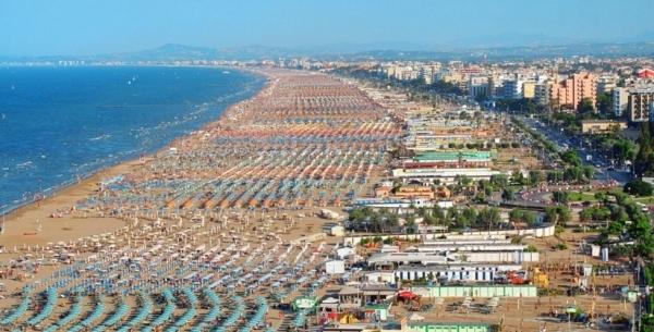 у Италии есть длинная береговая линия пяти море