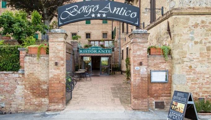 Большинство итальянских отелей расположены в старинных зданиях, поэтому планировки и площадь номеров одной и той же категории могут значительно различаться