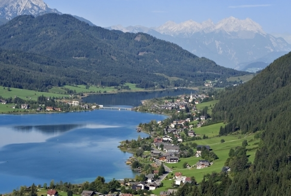 Озера Каринтии славятся контрастом зелени и снежными горными вершинами
