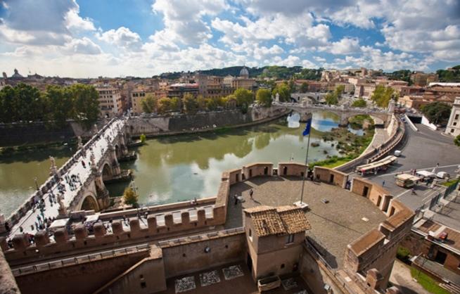 Отрясающие панорамы рек Тибра и Трастевере можно увидеть с замка Святого Ангела