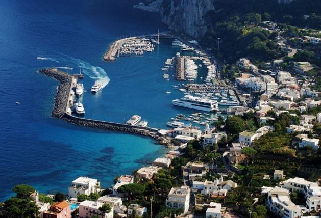 Сам Капри являет собой маленький остров, основным его портом считается порт Марина Гранде
