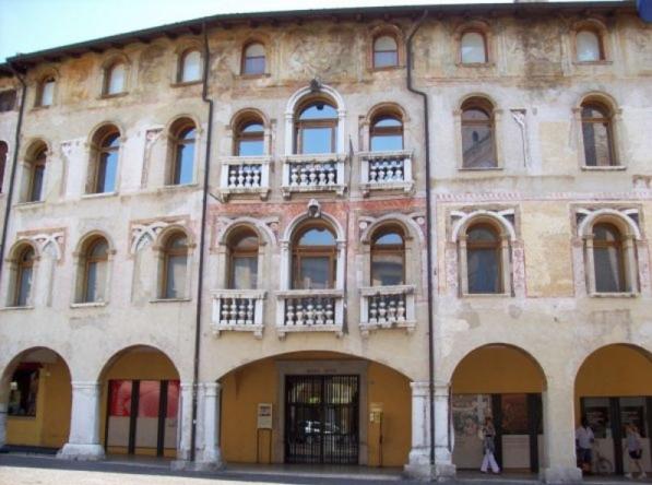 Всем туристам, попавшим в Порденоне, непременно стоит посетить такие места, как Палаццо Ричиери