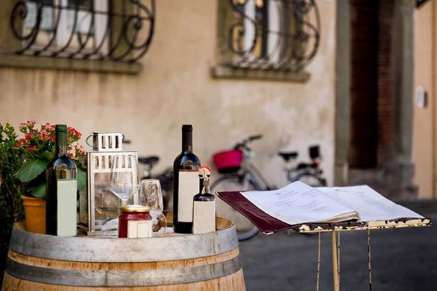 Рекомендуем попробовать вином домашнего производства в пабе
