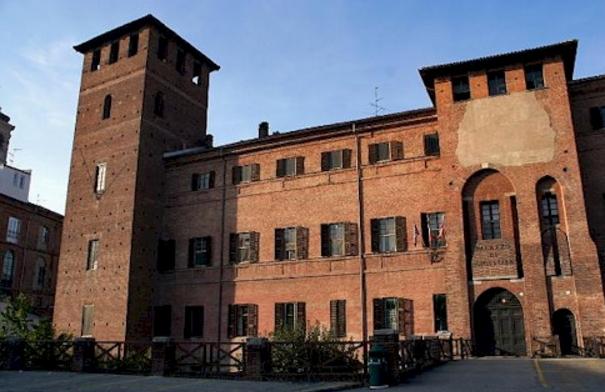 Еще одним интересным местом является город Верчелли, в котором можно увидеть множество римских памятников, собранных в Музее-Леоне