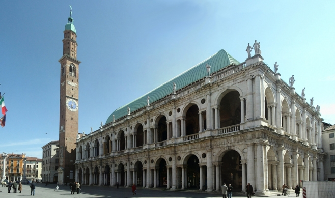 Визитной карточкой города является базилика Палладина 1549 года
