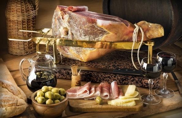Обязательно стоит попробовать кулинарные вкусности Римини – это пармезан и пармская ветчина