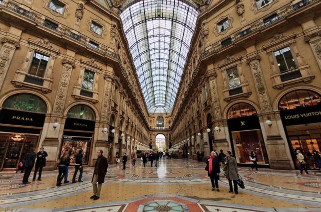 Внутри Галереи Виктора Эммануила II находится большое количество модных бутиков, магазинов, домов и салонов