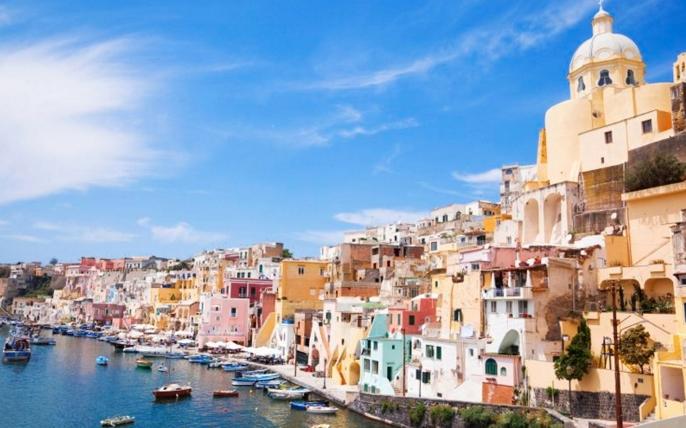 Лучшим местом для отдыха от Неаполя будет остров Капри