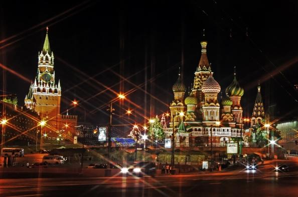 А вот желающим провести выходные в сказочной Москве нужно задуматься над выбором транспорта