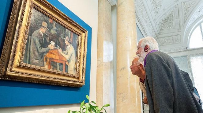 Неподдельный интерес к картине Поля Сезанна на выставке в Эрмитаже