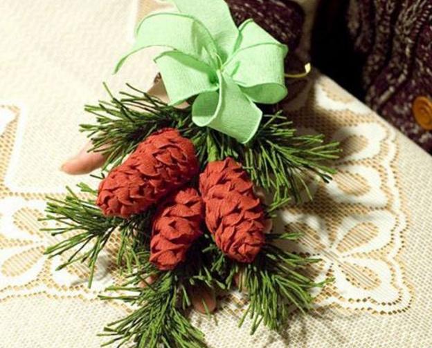 Горсточка елочных иголочек или же небольшая еловая веточка, сохраненные в доме после праздников