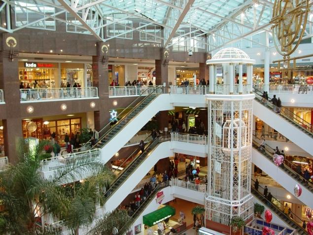 Италия. Огромные торговые центры с бутиками и суперскидками есть почти в каждом крупном городе страны