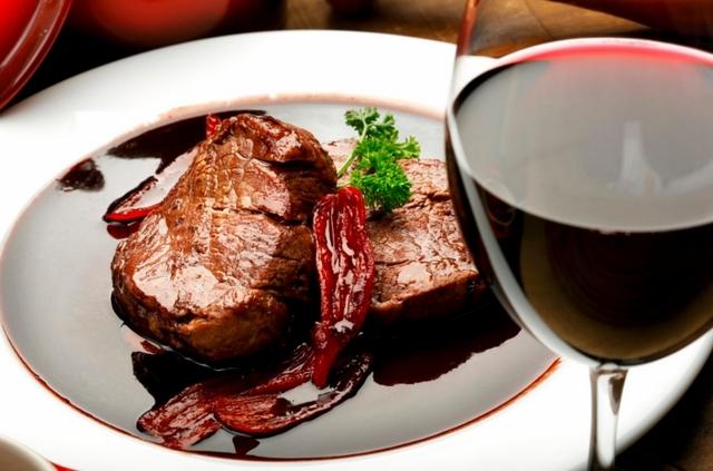 выбирайте красные вина к красному мясу