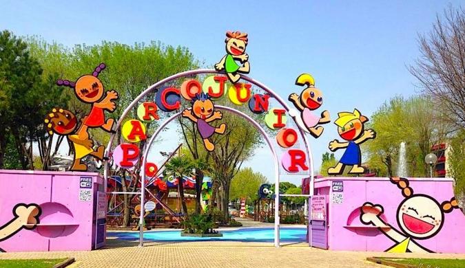 Парк с большим количеством аттракционов Parco Junior стал любимым местом маленьких гостей Линьяно-Саббьядоро