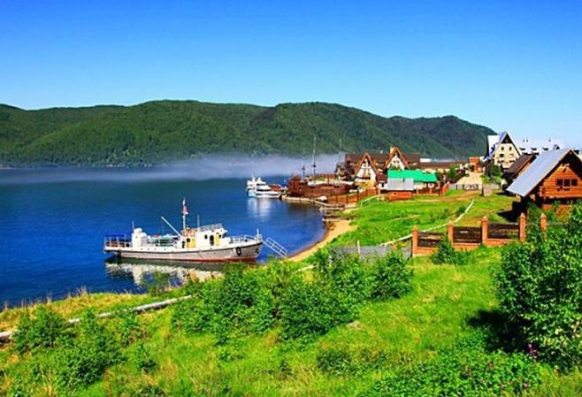 Помимо Сочи в России можно съездить на великолепное озеро Байкал