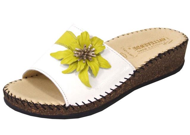 Важно помнить о необходимости подбирать ортопедическую обувь для правильного формирования стопы