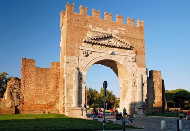 Римини - Триумфальную арку Августа