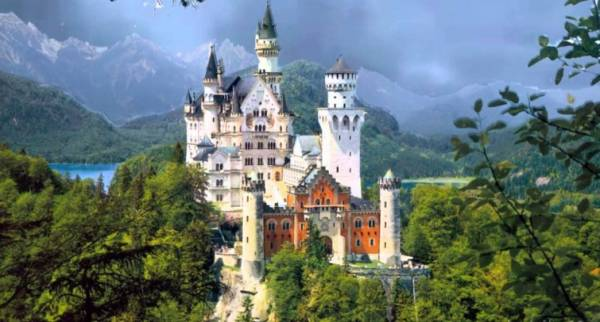 Замок Нойшванштайн, находящийся в Баварских Альпах