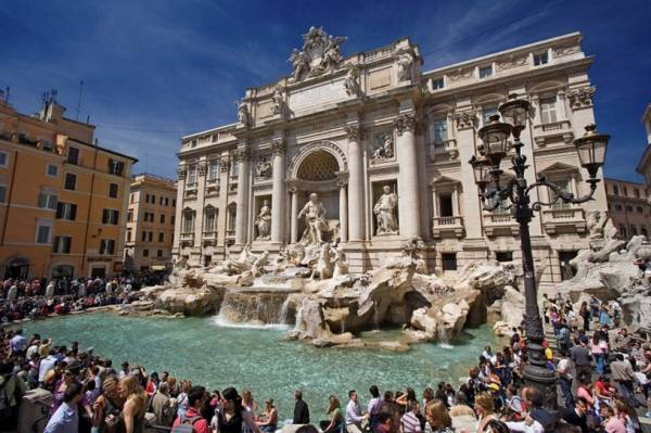 Рим и не прийти к фонтану Треви