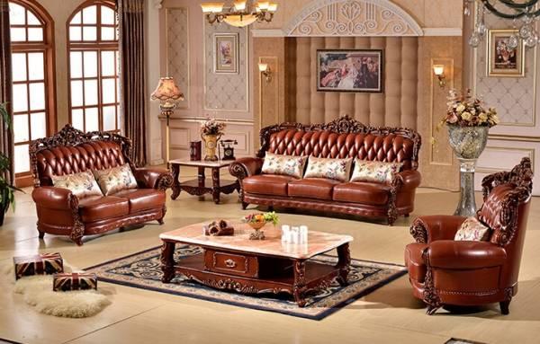 Гостиная, обустроенная в классическом итальянском стиле