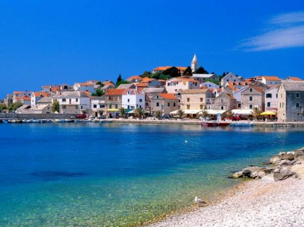На берегу Хорватии теплое Адриатическое море