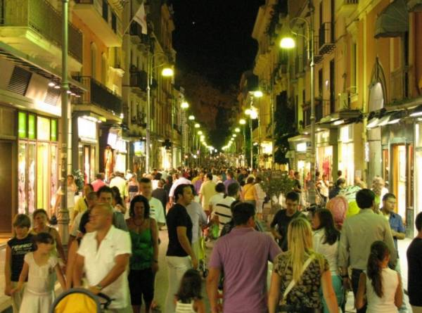 Сорренто - Центральной улицей является Корсо Италия