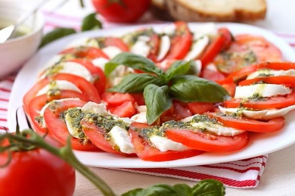 Самое распространенное блюдо с базиликом – итальянское капрезе