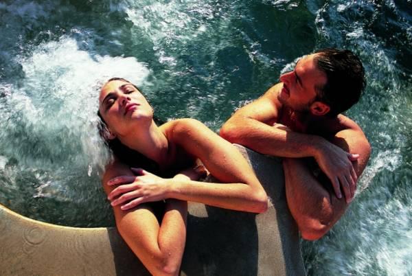 насладиться купанием в термальных водах Фьюджи, Италия